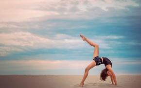 Картинка песок, небо, грация, гимнастка, Alyssa