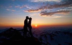 Обои небо, любовь, горы, поцелуй, она