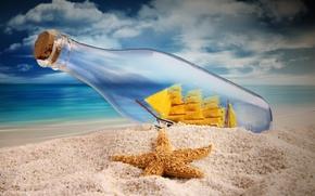 Обои море, бутылка, корабль, морская звезда, паруса, небо, песок