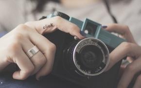 Картинка камера, фотоаппарат, объектив, пальцы