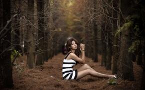 Обои лес, девушка, поза