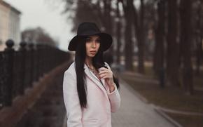 Картинка девушка, парк, улица, портрет, шляпа, брюнетка, куртка, Julia, боке, Юлия, Dmitrij Butvilovskij