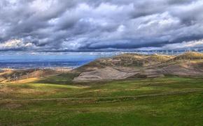 Картинка море, небо, трава, облака, горы, мельница, электрогенератор