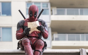 Обои City, Action, Ryan Reynolds, Red, Assassin, Black, with, and, Wallpaper, Deadpool, Year, MARVEL, reading, Weapons, ...