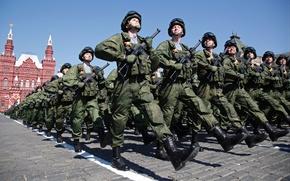 Картинка праздник, день победы, солдаты, полка, форма, парад, красная площадь, десантники, десантного, парашютно, 331-го