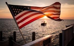 Картинка море, закат, флаг