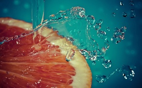 Картинка вода, брызги, долька, грейпфрут