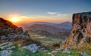 Картинка небо, трава, закат, горы, камни, скалы