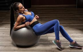 Картинка brunette, ball, pose, fitness, sportswear