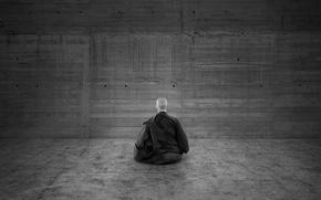 Обои медитация, черно белый, монах, стена
