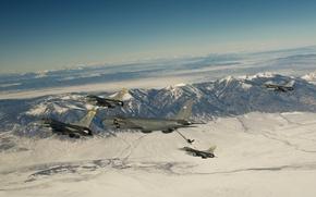 Картинка снег, полет, горы, истребители, F-16, Fighting Falcon, Stratotanker, самолёт-заправщик, Boeing KC-135