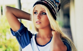 Картинка Блондинка, вязанной, шапке