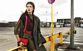 Картинка взгляд, девушка, знак, модель, сумочка, ремень, пальто, Katerina Netolicka