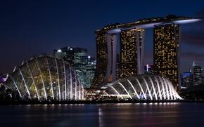 Картинка ночь, огни, река, здания, сооружение, Сингапур, набережная, Marina Bay Sands