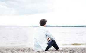 Картинка пляж, парень, наедине с собой