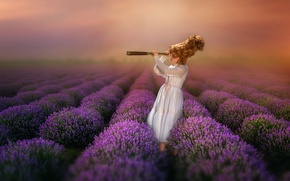 Картинка девочка, подзорная труба, лаванда
