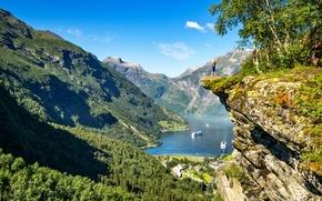Обои девушка, горы, скала, Норвегия, панорама, Norway, фьорд, Гейрангер-фьорд, Geiranger, Гейрангер, Geirangerfjord
