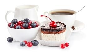Обои ягоды, кофе, еда, сливки, тарелка, ложка, чашка, пирожное, десерт