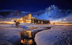 Обои горы, зима, снег, котеджи, курорт, река