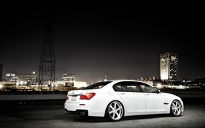 Обои белый, ночь, город, бмв, BMW, white, небоскрёб, 750Li, 7 Series, F02