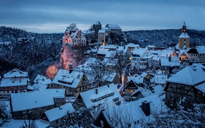 Обои зима, снег, город, дома, вечер, Германия, Germany, район, Saxony, Landkreis Sächsische Schweiz, Hohnstein, Хонштайн, Саксонская ...