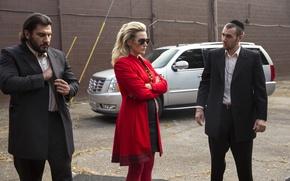 Картинка авто, кадр, очки, блондинка, в красном, триллер, криминал, Kate Winslet, Кейт Уинслет, Три девятки, Triple …
