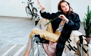 Картинка цветок, велосипед, комната, кресло, фотосессия, Elle, Anais Pouliot, Анаис Пульо