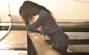 Картинка девушка, солнце, свет, поза, причал, блузка, шортики, photographer, Giovanni Zacche