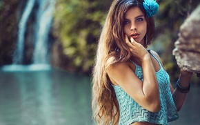 Картинка вода, девушка, камень, водопад, майка, браслет, шатенка, топ, Stephanos Georgiou, Ivi Slavcheva
