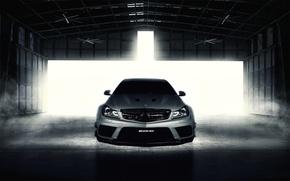 Картинка Mercedes-Benz, серебристый, ангар, AMG, front, мерседес бенц, Black Series, C63, silvery, C-Klasse, Fernandez World Photography
