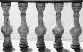 Картинка река, минимализм, колонны, тени, черно-белое, river, minimalism, monochrome, shadow, column