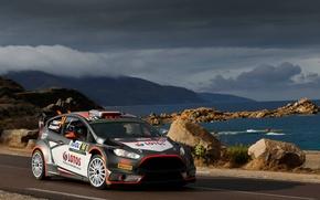 Картинка Ford, Море, Горы, Тучи, WRC, France, Rally, Ралли, Fiesta, Robert Kubica, Tour de Corse