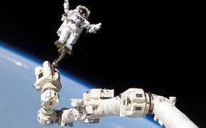 Картинка космос, космонавт, Земля, орбита, МКС, астронавт, манипулятор
