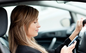 Обои auto, phone, vehicle, distracted driver, increasing the likelihood of an accident