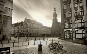 Картинка город, фото, black & white, здания, площадь, перекрёсток, архитектура, photo, чёрно-белый, old, scenery, велосипеды, Retro, …