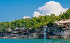 Картинка небо, деревья, пейзаж, скала, озеро, берег, сша, Michigan