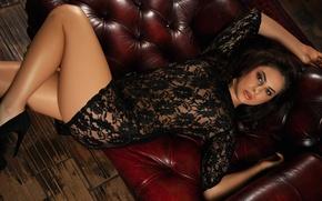 Картинка девушка, диван, модель, playboy, платье, брюнетка, черное, girl, sexy, model, playboyplus, Nikki Play