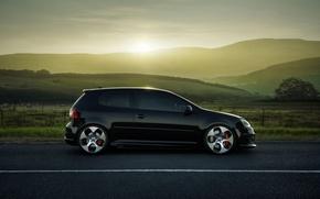 Картинка дорога, поля, Volkswagen, диски, Golf, GTI, боком, MKV