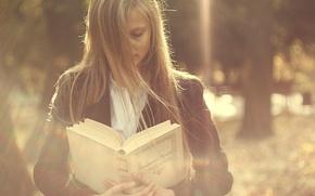 Картинка девушка, ветер, волосы, книга