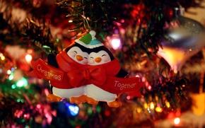 Обои огни, гирлянда, елка, праздник, игрушки, настроение, пингвины