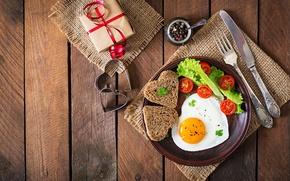 Картинка яйцо, доски, gift, bread, egg, специи, завтрак, Tomatoes, сервировка, хлеб, яичница, салат, романтика, вилка, сердце, ...