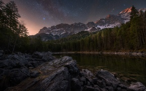 Картинка лес, небо, звезды, горы, ночь, озеро, камни, скалы, утро