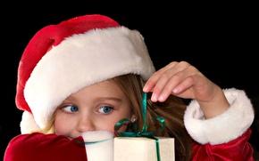 Картинка взгляд, wallpapers, праздник, дети, подарок, обои, голубые, красный, девочка, christmas, фон, год, шапка, new year, ...
