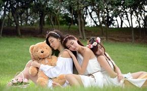 Обои девушки, настроение, мишка, азиатки