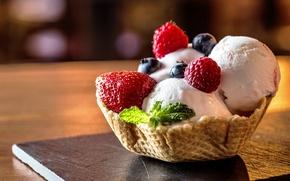 Картинка мороженое, десерт, dessert, сладкое, ягоды, малина, berries, raspberry, клубника, вафля, yammy, корзинка, delicious, ice cream, ...