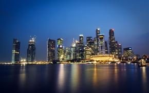 Обои небо, ночь, огни, пролив, отражение, небоскребы, подсветка, Сингапур, синее, мегаполис, Малайзия, Singapore, Malaysia, город-государство