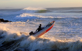 Картинка море, волны, небо, брызги, шторм, лодка, катер