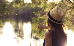Картинка зелень, лето, вода, девушка, шляпа