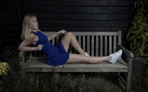 Обои кроссовки, платье, ножки, скамья, девушка, Mathilde
