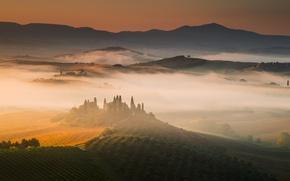 Картинка туман, восход, холмы, поля, дома, утро, Италия, виноградники, Тоскана